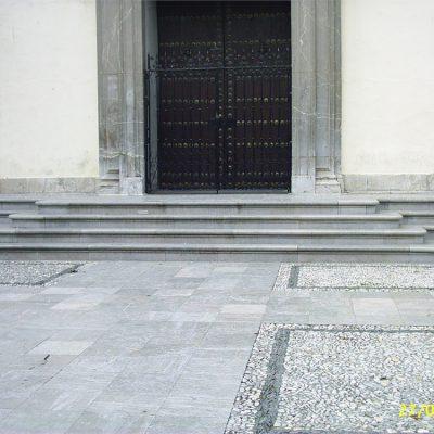 Escaleras y gradas en mármol